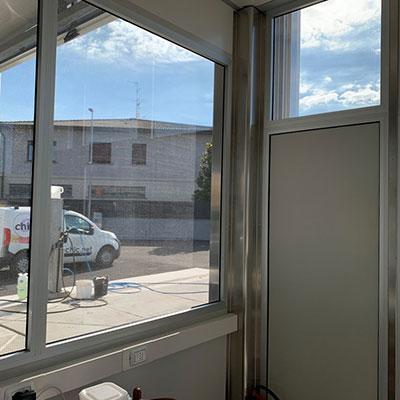 Decorazione vetri con pellicola one-way - vista interna (completamente trasparente)
