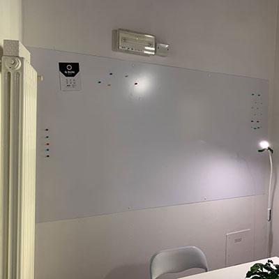 Allestimento ufficio - lavagna magnetica a parete
